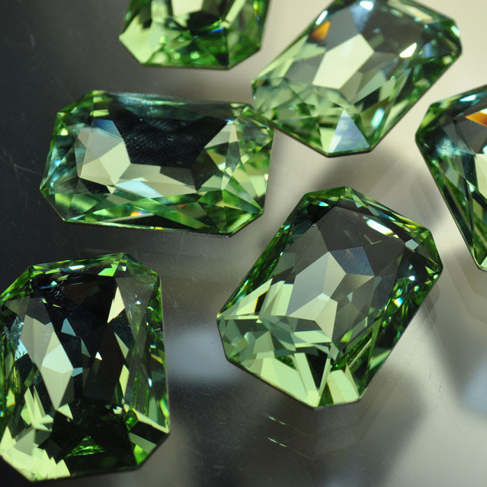 s37059 Swarovski Fancy Rhinestones - 18.5 x 27 mm Faceted Rectangle Cut (4627) - Chrysolite (1)