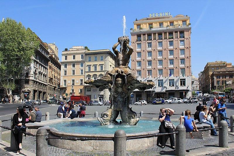 File:Fontána tritonů na nám Barberini Roma 2011 4.jpg