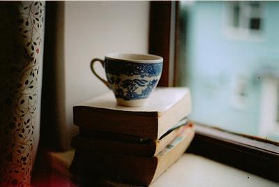 Beautiful-books-cup-cute-favim.com-526262_large