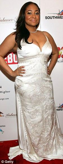 Não girdles mais: A estrela (foto à direita em 2007) está se sentindo mais confortável em roupas