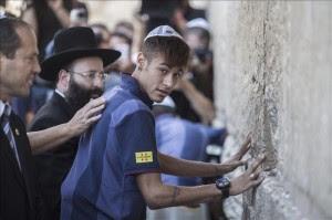 El Barcelona pide sus deseos en el Muro de las Lamentaciones de Jerusalén