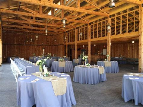 A lovely rustic wedding at Haue Valley near St. Louis in