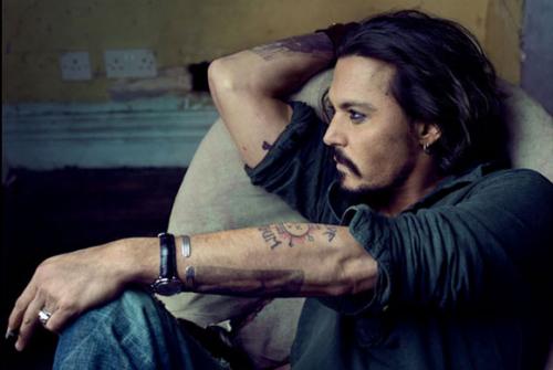 Não quero que me elogiem pela beleza mas sim pela certeza de que sou bom no que faço.Johnny Depp