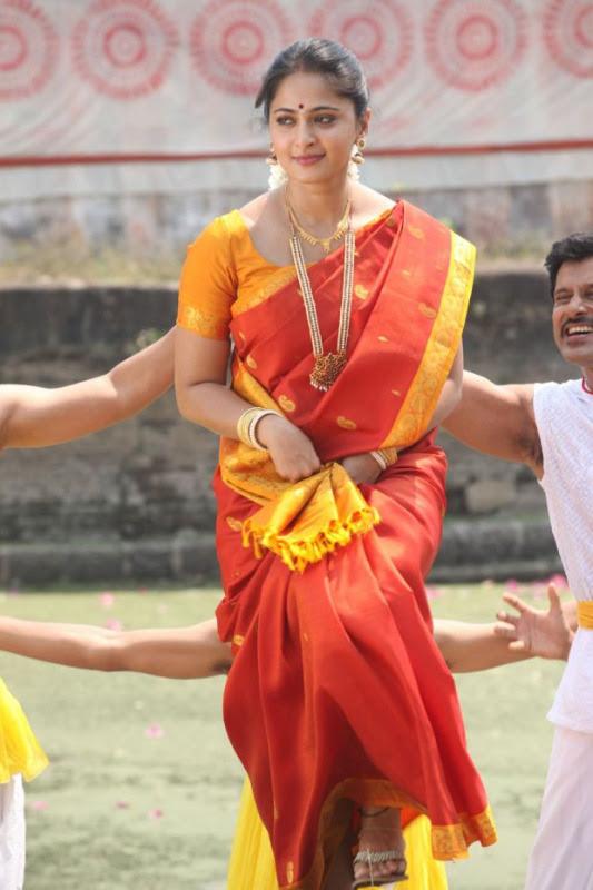 anushka hot photos in siva thandavam 11 Anushka Hot Photos in Siva Thandavam