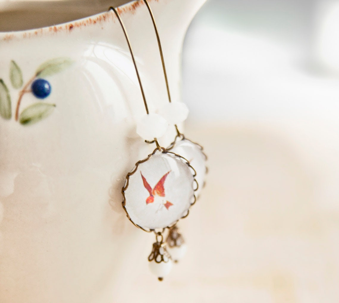 Red bird dangle earrings - Christmas collection - Free Worldwide Shipping - Gift for HER under 25 USD