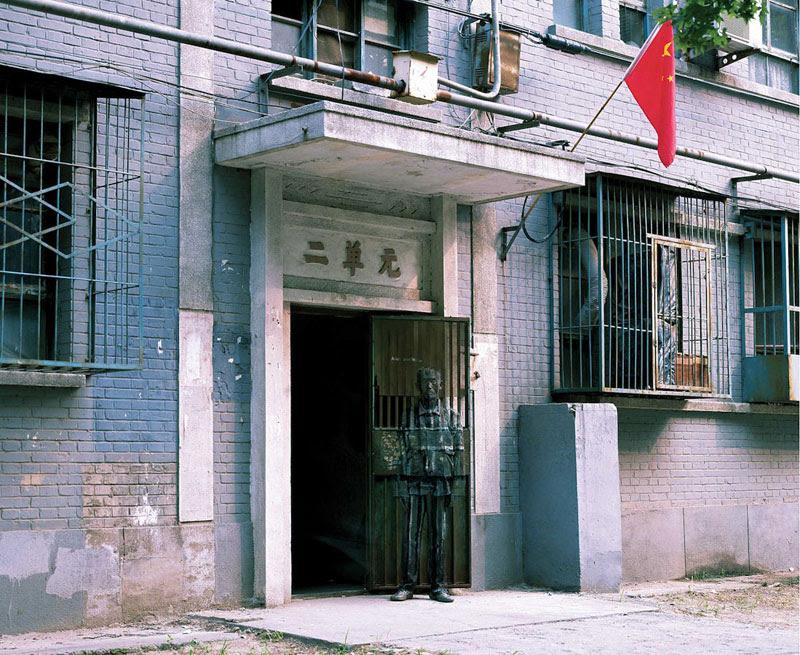 liu bolin de arte de alta resolución se esconden en la pintura de camuflaje china de la ciudad (7)
