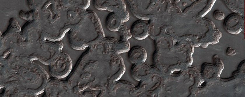Dióxido de carbono que passou do estado sólido para o gasoso, formando estas estranhas formas no polo sul de Marte (Foto: NASA/JPL/University of Arizona)