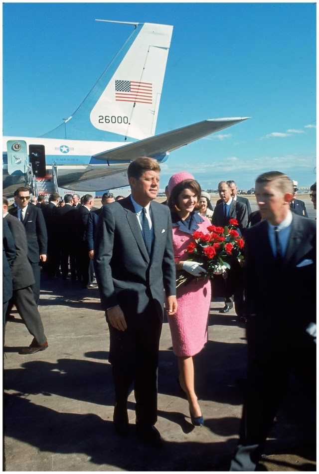 jacqueline-bouvier-kennedy_s-pink-suit-chanel-and-chez-ninon-1961-worn-november-22-1963