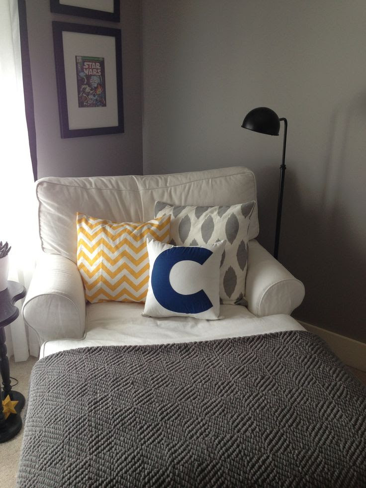 Reading corner in my bedroom :) This looks so comfy!