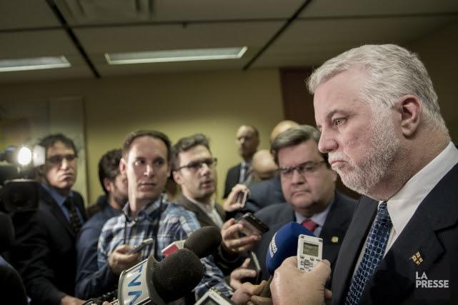 Le premier ministre Couillard a défendu la gestion... (PHOTO MARCO CAMPANOZZI, LA PRESSE)