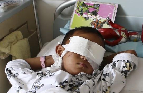 Πως η αδίστακτη έμπορος οργάνων έβγαλε τα μάτια του 6χρονου παιδιού - Την έχουν επικηρύξει!