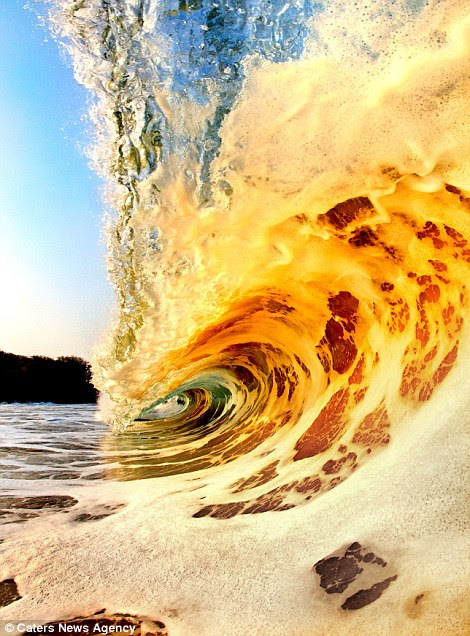 The breath-taking images show the split-second in which each one breaks and crashes on to the sand