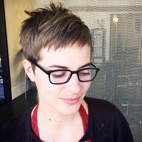 Pixie Cut Mit Brille Allefrisurende