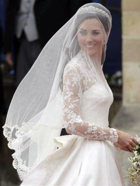 Kate Middleton Wedding Dress : Dainty Nuptial Attire Of