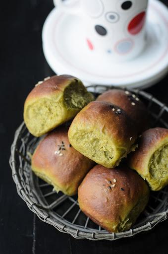 Green tea Bread Rolls with Adzuki beans fillings