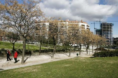 Personas paseando en el Parque Tierno Galván en Madrid.   Begoña Rivas