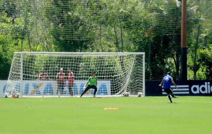 Alecsandro no treino do Flamengo (Foto: Cahê Mota)