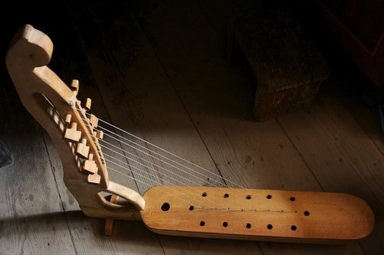 harp-228274_1280