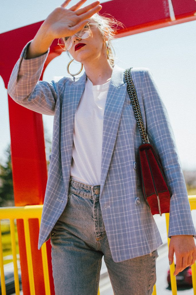 the easy spring outfit distressed jeans  blazer