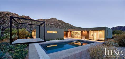 sleek  slung modern desert home luxesource luxe