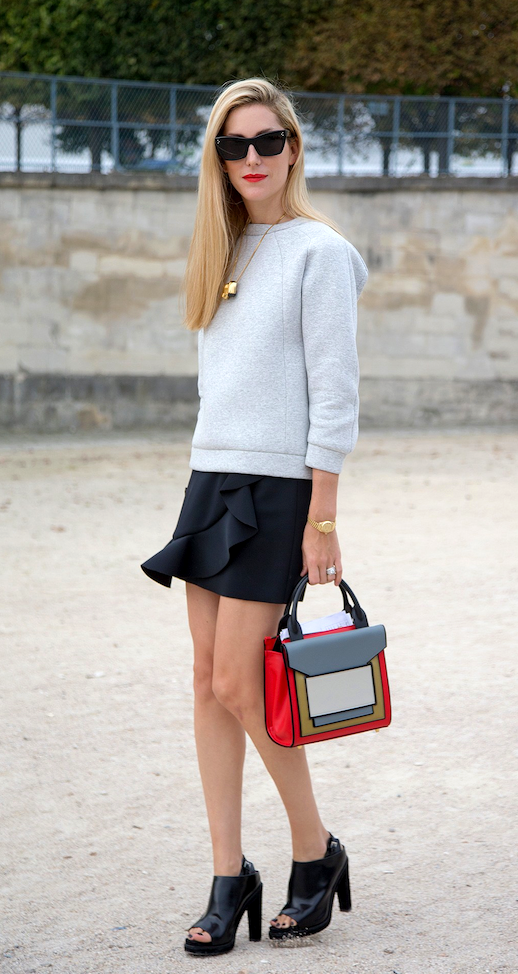 LE FASHION BLOG PARIS FASHION WEEK  STREET STYLE JOANNA HILLMAN SPORT CHIC HARPERS BAZAAR EDITOR SIDE PART STRAIGHT LONG BLONDE HAIR SQUARED CAT EYE SUNGLASSES RED LIPSTICK LIPS STRUCTURED GREY GRAY SWEATSHIRT BLACK RUFFLE FRONT SKIRT GOLD PLATED SCULPTURE PENDANT NECKLACE PIERRE HARDY COLOR BLOCK TOTE BAG OPEN TOE PLATFORM SANDAL ANKLE BOOTIE BOOT photo LEFASHIONBLOGSTREETSTYLEJOANNAHILLMANSPORTCHIC.png