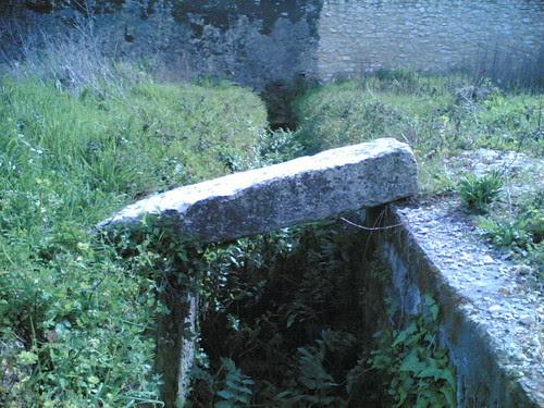 Convento de Tentúgal: Jardim - Passagem de água