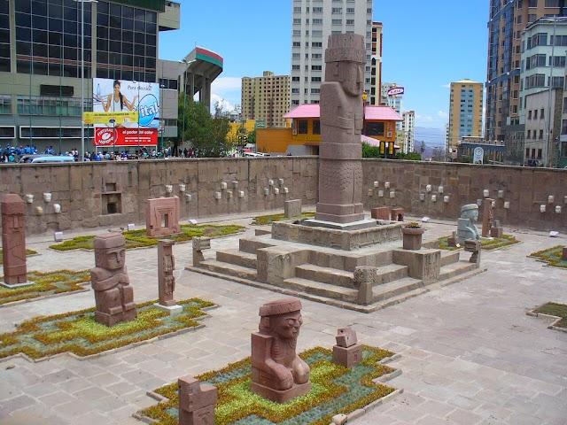 La plaza del Monolito (La Paz)