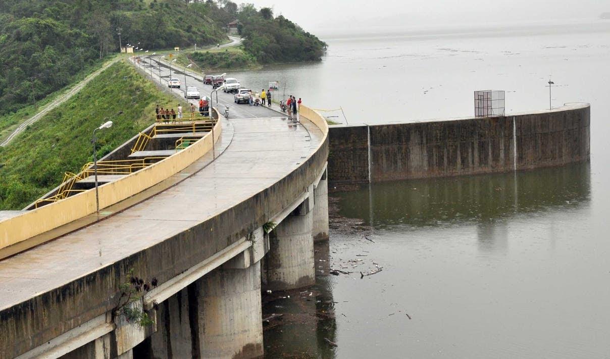 Desagüe de la Presa de Taveras por los constantes aguacero caídos en los últimos días en Santiago. 13/04/12 Hoy Wilson Aracena.