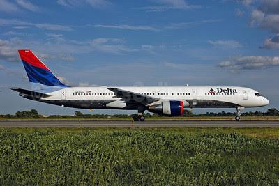Delta Air Lines Boeing 757-232 N650DL (msn 24390) JFK (Ken Petersen). Image: 912242.