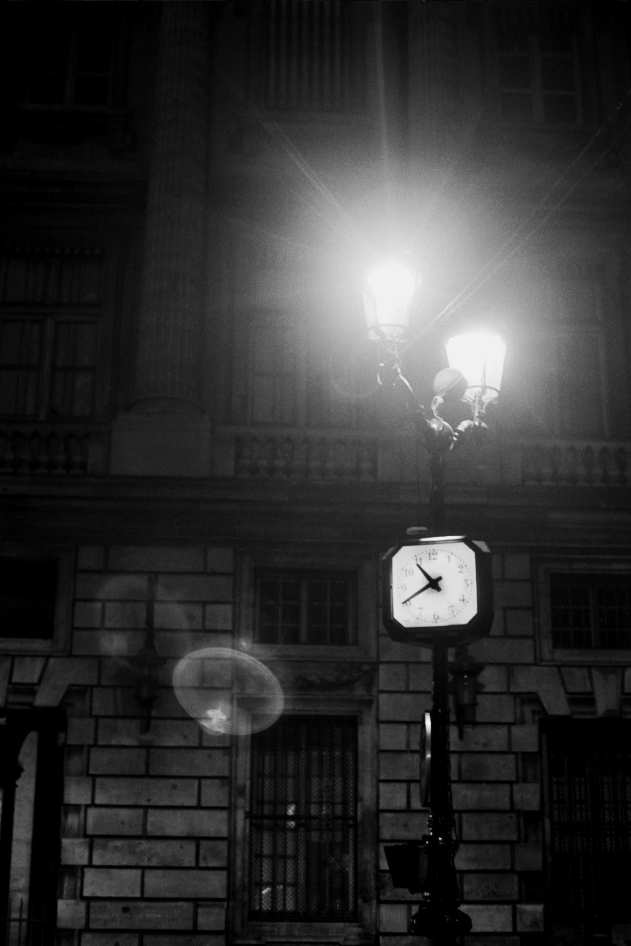 http://littlebrumble.tumblr.com/post/100001077866/paris-time