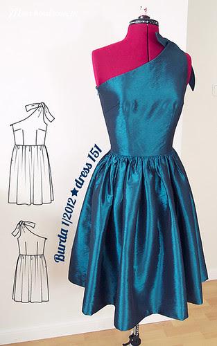 Burda 1/2012, dress 151 [Wilma Flintstone Costume], szycie, krawiectwo, rozkloszowana, sukienka lata 50, pięćdziesiąte, Butterick 5708, wykrój, tafta turkusowa, satyna, DIY
