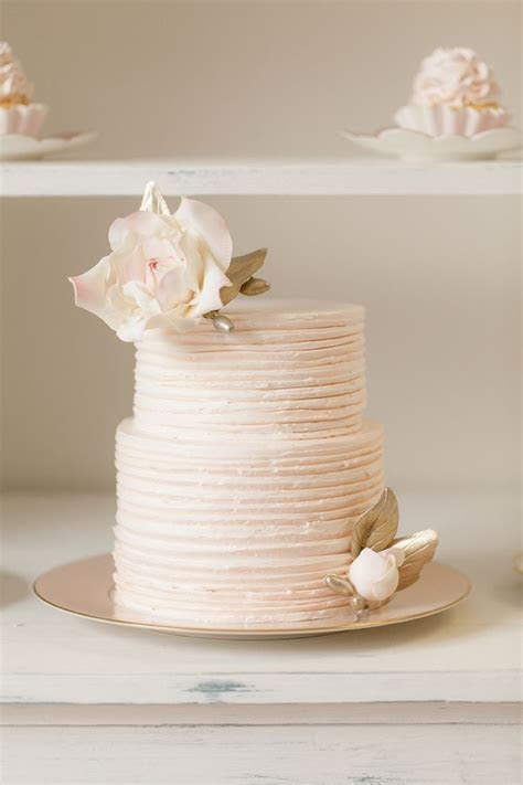 17 Best ideas about Round Wedding Cakes on Pinterest