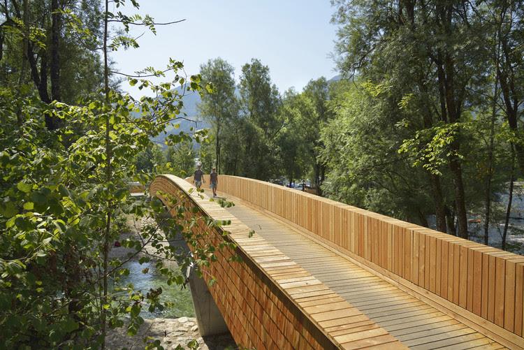 Ponte para bicicletas sobre o Rio Sava / dans arhitekti, © Miran Kambič