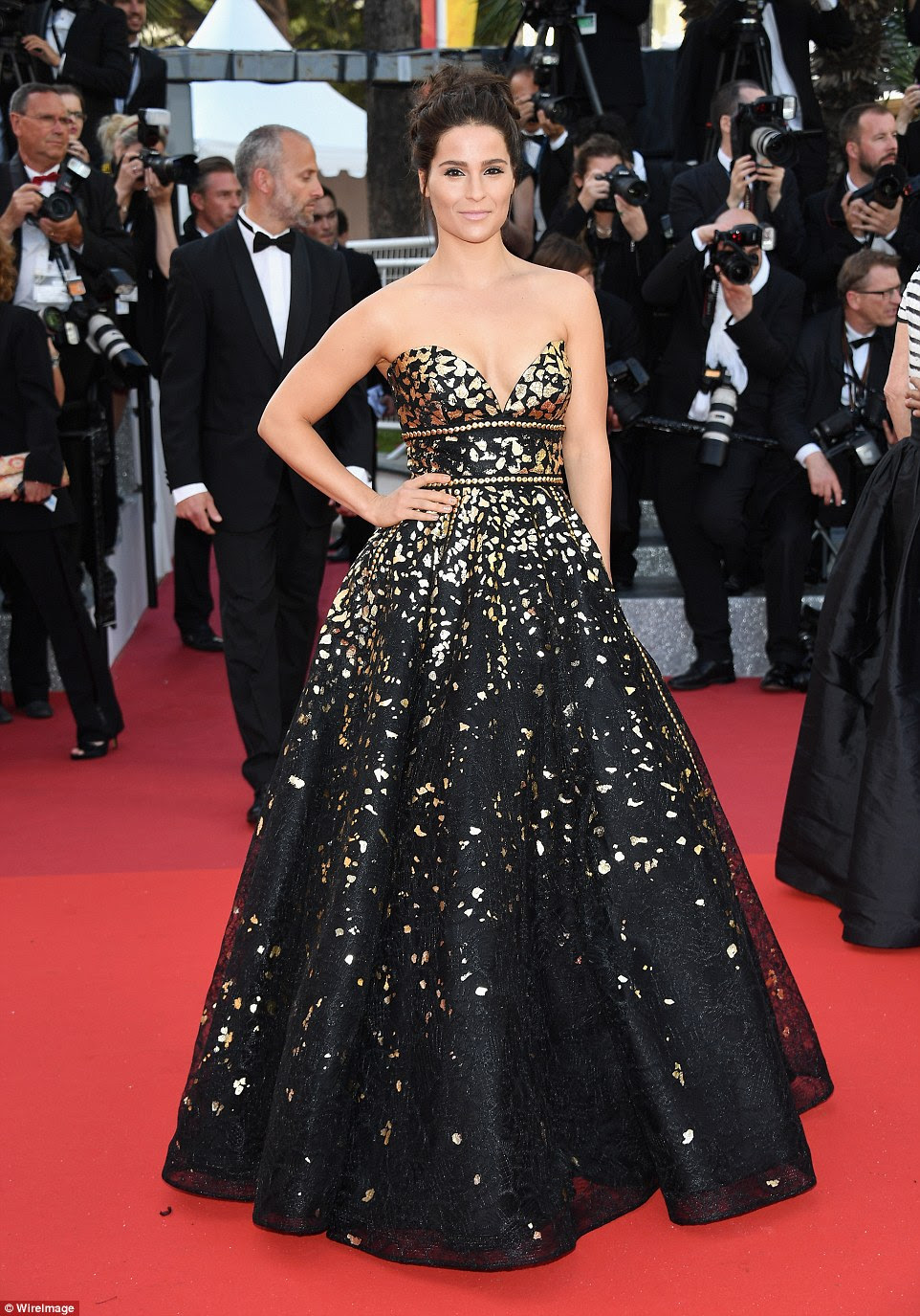 Gold flecks:Gianna Simone dazzled in her strapless number, which was brought to life with gold flecks
