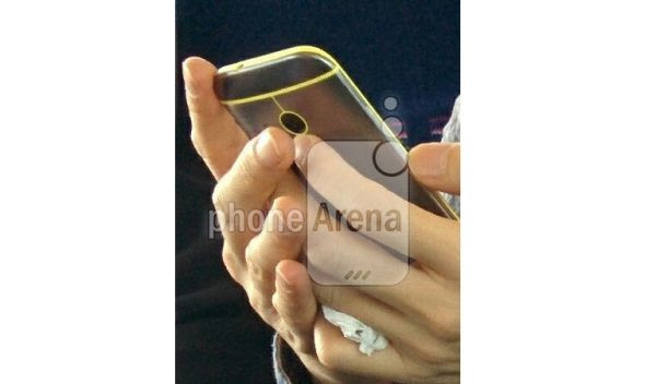 HTC One (M8) mini berwarna. (foto: Phonearena)