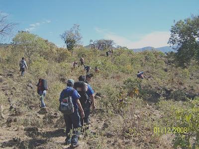 Ascendiendo el Cerro Viejo por el Molino