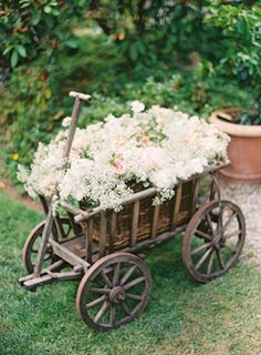 Small Outdoor Wedding Ideas | Charming Seattle Outdoor Wedding %%ow_categoryName%% - Once Wed