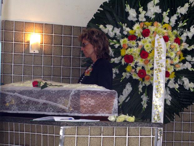 A atriz Marília Pêra participa do velório de Ítalo Rossi nesta quarta-feira (3), no Rio de Janeiro. (Foto: Carla Meneghini/G1)