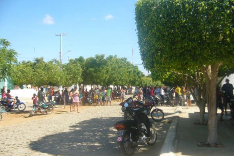 População de Messias Targino está ao redor da torre esperando o desfecho do caso