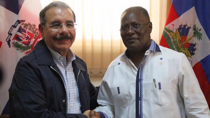 Danilo realiza visita sorpresa Haiti; ofrece ayuda para corregir daños
