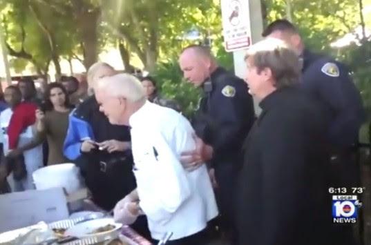 Ντροπή! Συνέλαβαν 90χρονο γιατί... τάιζε αστέγους! (VIDEO)