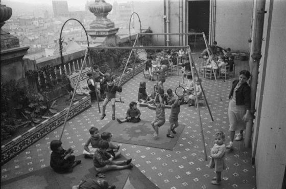 Guardería infantil en Vía Layetana, Barcelona, 1936-1939, de Agustí Centelles.