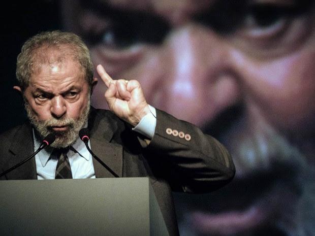 Resultado de imagem para Polícia Federal indicia Lula, Palocci e outras cinco pessoas na Lava Jato Investigação trata de suposta lavagem de dinheiro no Instituto Lula. Ministério Público Federal vai analisar investigação antes de abrir processo