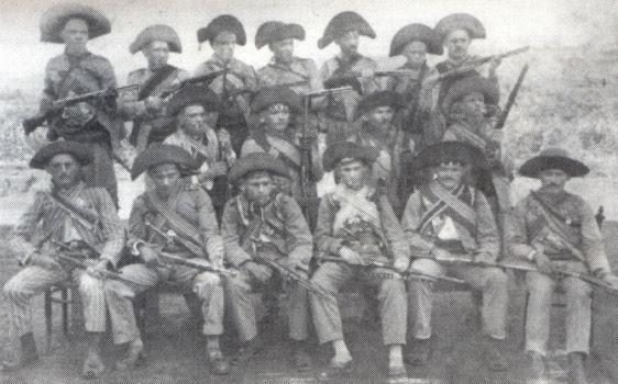 Foto do bando de Lampião nos primeiros anos da década de 1920.