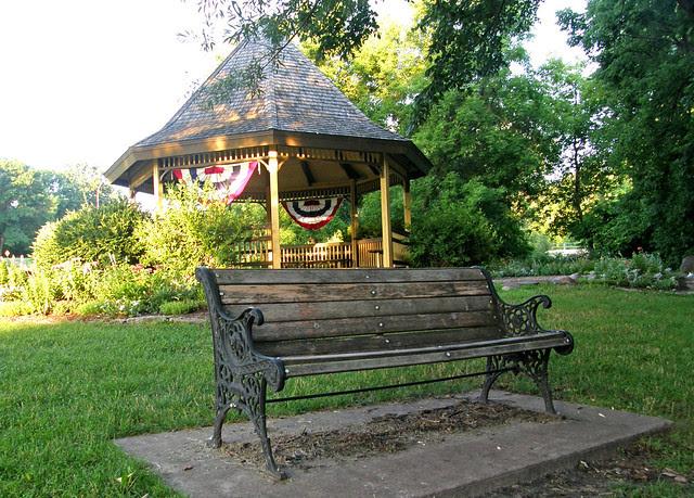 bench_gazebo