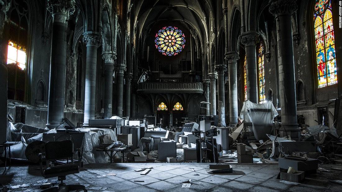 "Ohio fotoreporter & lt; a href = & quot; http: //architecturalafterlife.com/""  target = & quot; _blank & quot; & gt; Johnny Joo & lt; / a & gt;  può essere solo 25, ma & # 39; s già noto per la sua rovina fotografia. & lt; br / & gt; & lt; em & gt; & lt; br / & gt; St.  Pietro e St. Paul Chiesa cattolica a Pittsburgh, in Pennsylvania & lt; / em & gt;"