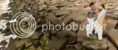 http://img.photobucket.com/albums/v252/BollyNuts/Vaaranam%20Aayiram/1song06.jpg