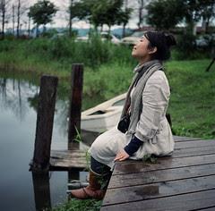 grande respiration photo femme lac ponton photo créativité