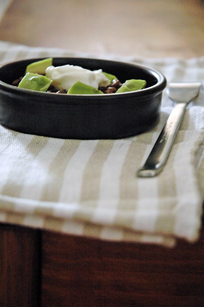 Insalata di lenticchie, avocado e yogurt