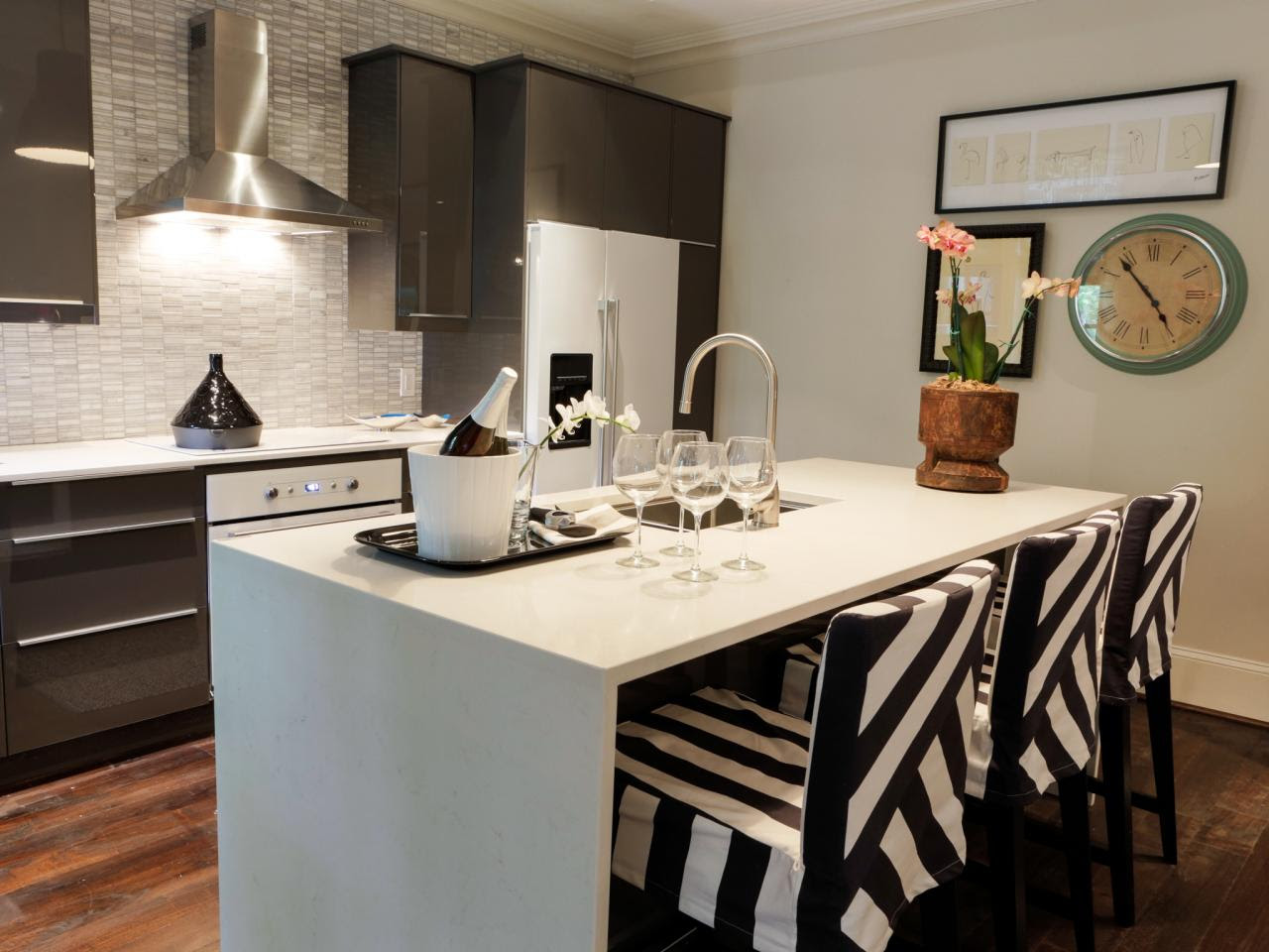 Modern Small Kitchen Designs With Island
